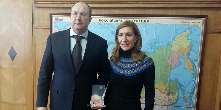 ръководителят на Федералната агенция по туризъм на Русия Олег Сафонов и министърът на туризма Николина Ангелкова