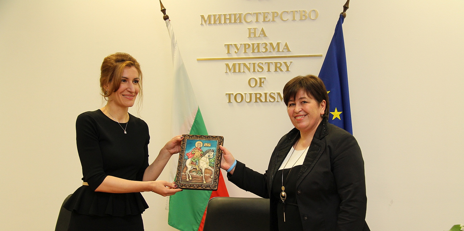 Министърът на туризма Ангелкова и служебния министър на туризма Балтова