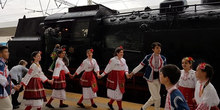 ретро локомотив Баба Меца