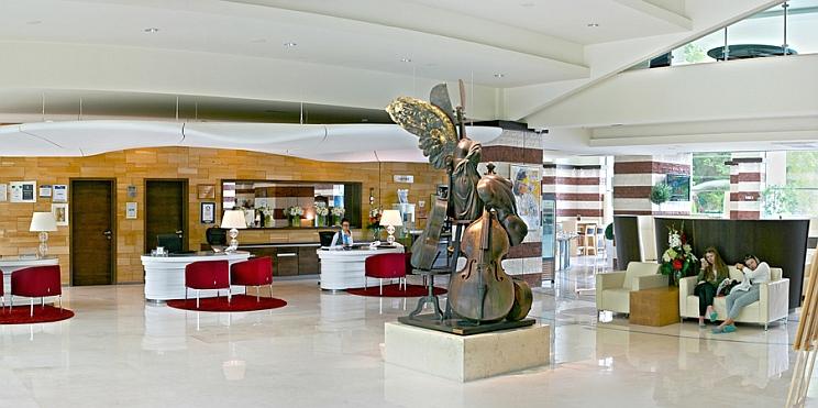 скулпура на Андрей Лекарски в х-л Фламинго Гранд, Албена
