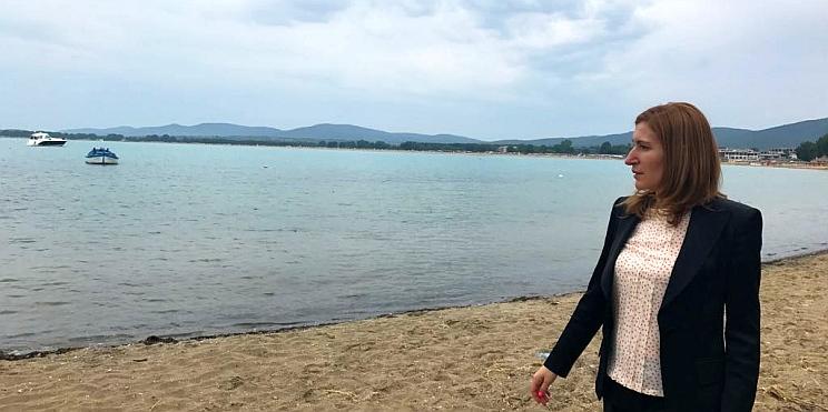 Министър Ангелкова проверява плаж Червенка