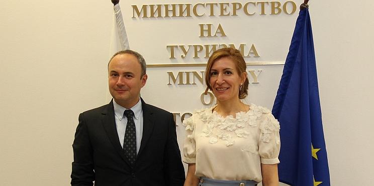 Министър Ангелкова и посланик Йон Гъля