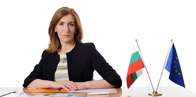 Министър Ангелкова портрет
