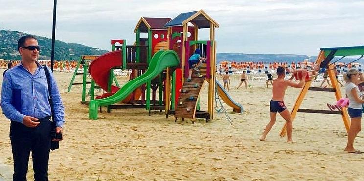 Станимир Георгиев на плажа в Албена