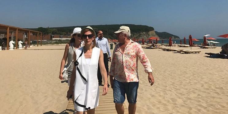 Министър Ангелкова инспектира морски плаж Вая