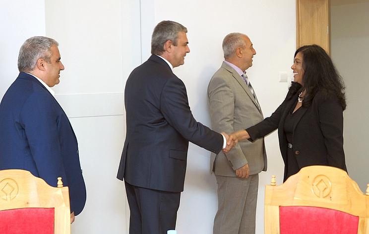 посланикът на Република Южна Африка в България Н.Пр Ванеса Калверт в Несебър