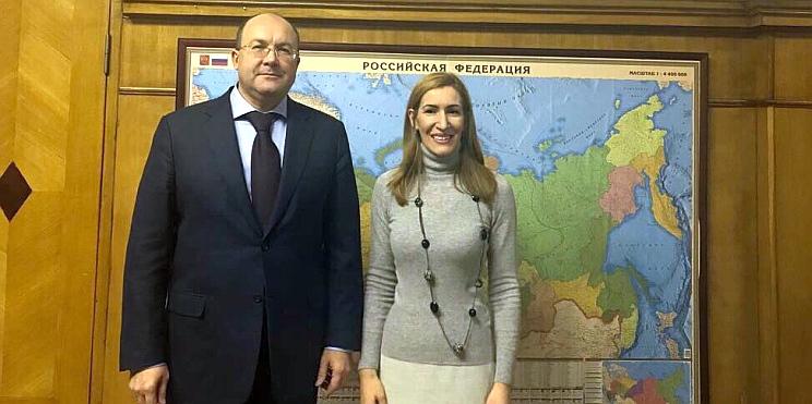 ръководителят на руския туризъм Олег Сафонов и министър Ангелкова