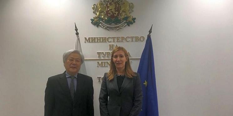 Агелкова и японски посланик