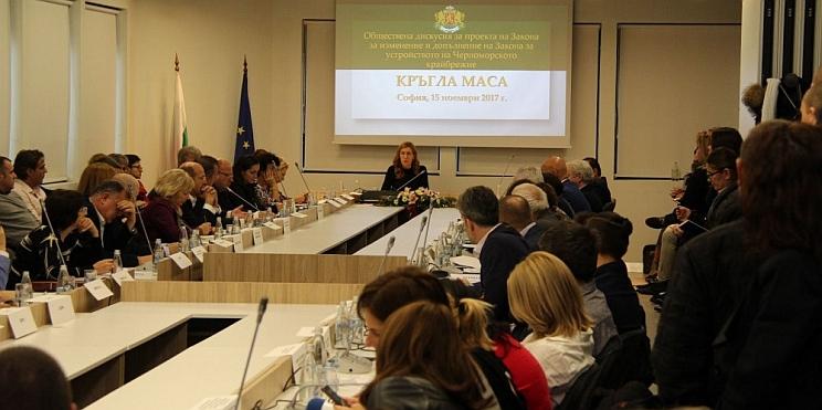 обществена дискусия с министър Ангелкова и туристическия бранш