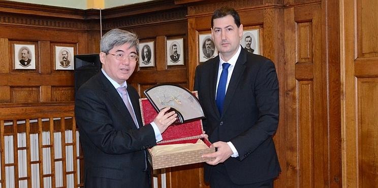 Иван Тотев и посланик Китай