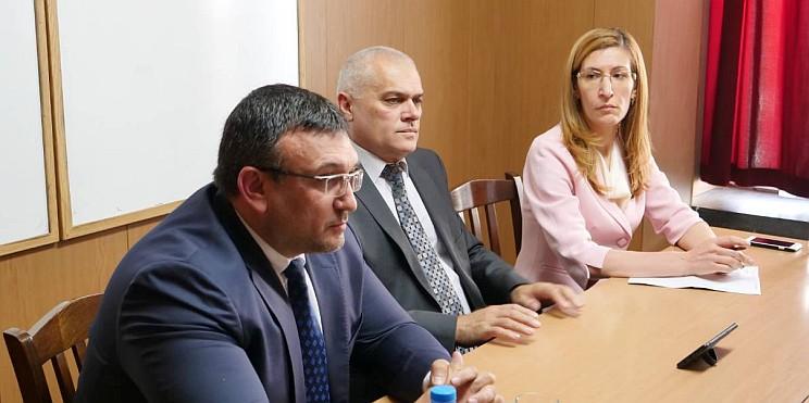 комисар Маринов, министър Радев и министър Ангелкова