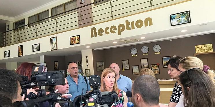министър Ангелкова в хотел Палма