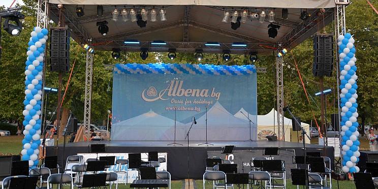 празнична сцена в Албена