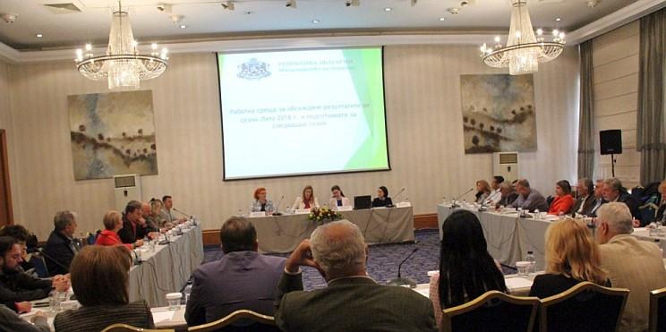 среща на министър Ангелкова с представители на туристическия бранш