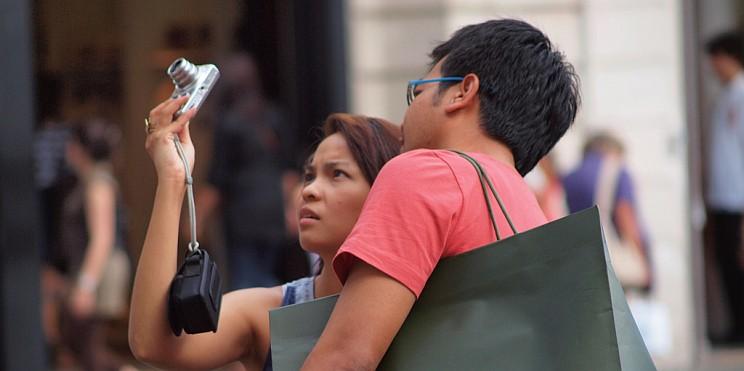 китайски туристи в Париж