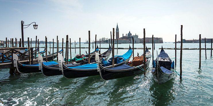 гондоли във Венеция